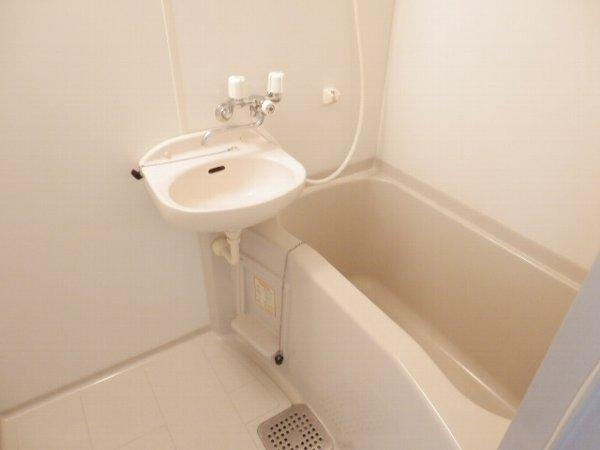 ハーミットクラブハウス上大岡 203号室の風呂
