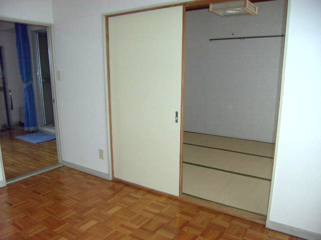 大沢コーポ 201号室のベッドルーム