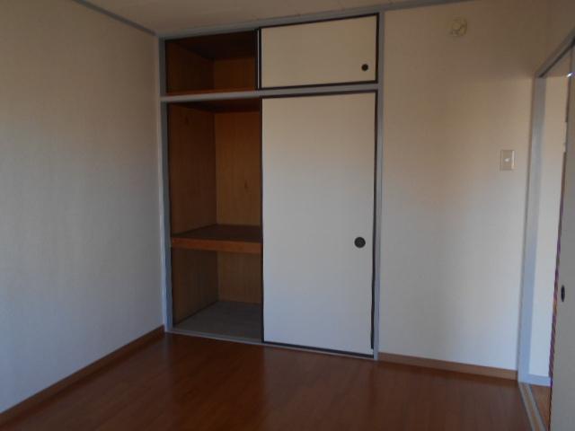 グリーンコープ常貴和 201号室の居室