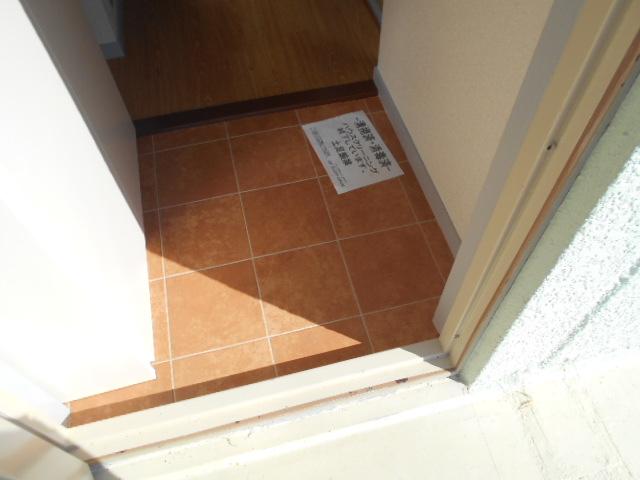 グリーンコープ常貴和 201号室の玄関