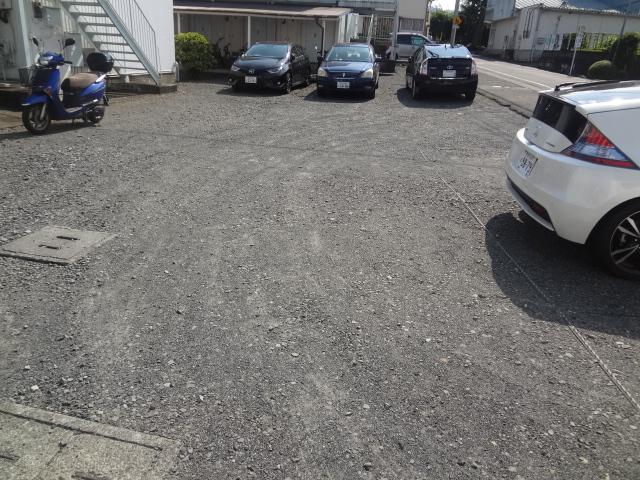 コーポ二葉2号B棟 102号室の駐車場