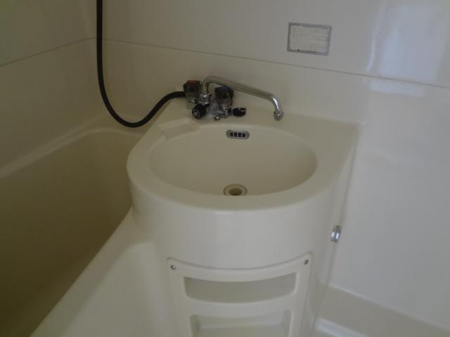コーポ二葉2号B棟 102号室の洗面所