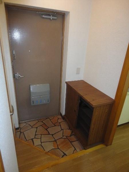 大嶽マンション 203号室の玄関