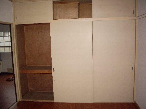 磯部ハイツ月見屋敷A 105号室の収納