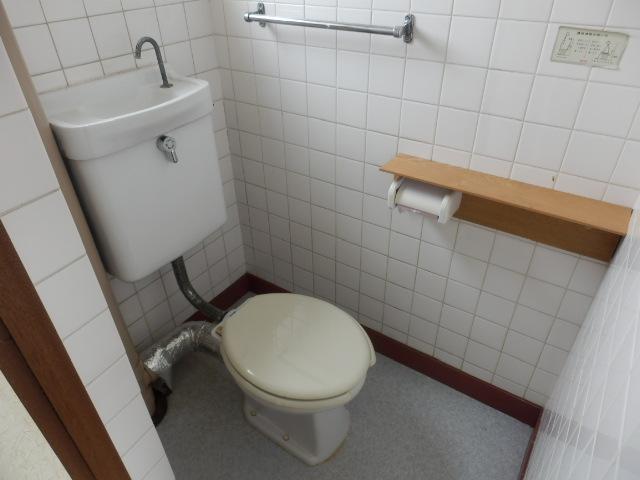 東栄マンション 302号室のトイレ