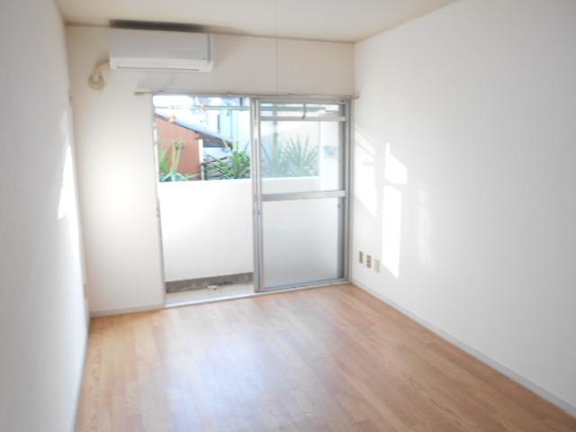 白銀シティハイツ 208号室のベッドルーム
