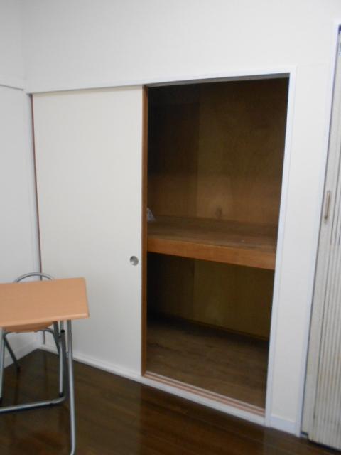 ルネパレス大岡Ⅱ 102号室の収納