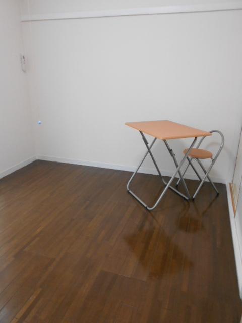 ルネパレス大岡Ⅱ 102号室のリビング
