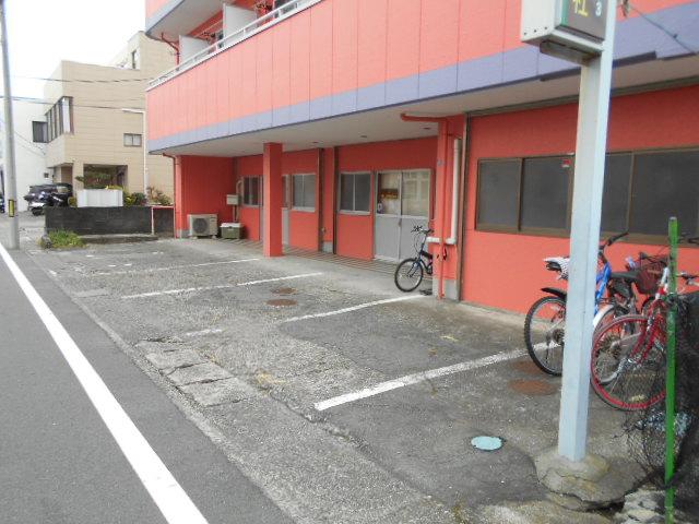 ヤマユ森マンション 202号室の駐車場