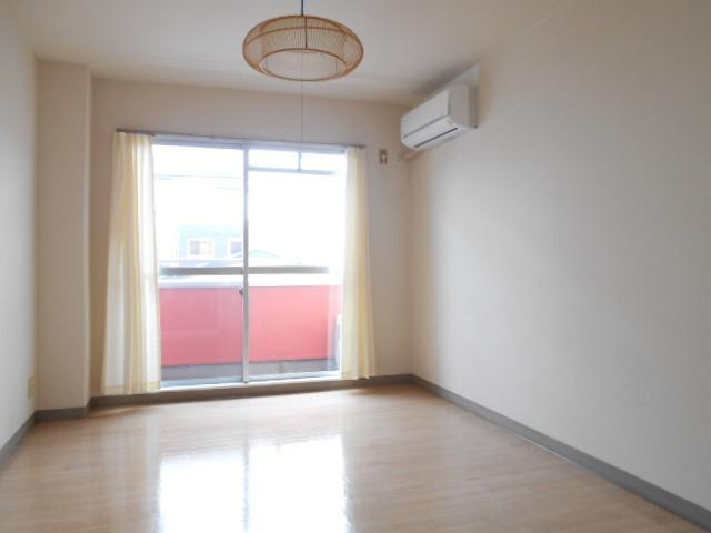 ヤマユ森マンション 202号室のリビング