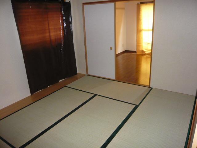 ベル・コリーヌ富貴ノ台 602号室のリビング