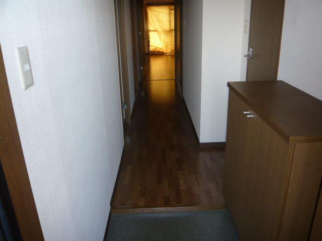 ベル・コリーヌ富貴ノ台 602号室の玄関