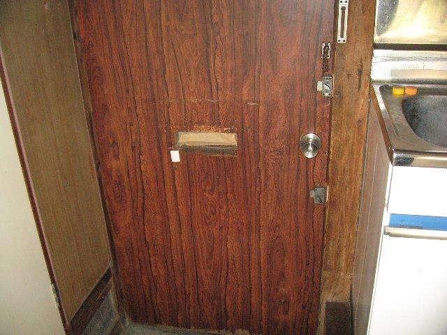 松林荘 5号室の玄関