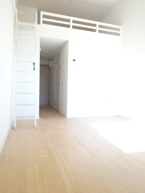 ヒルハイツ上本郷 205号室のリビング