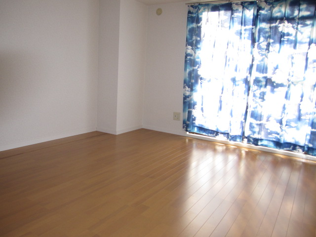 リバーサイドコート 109号室の居室