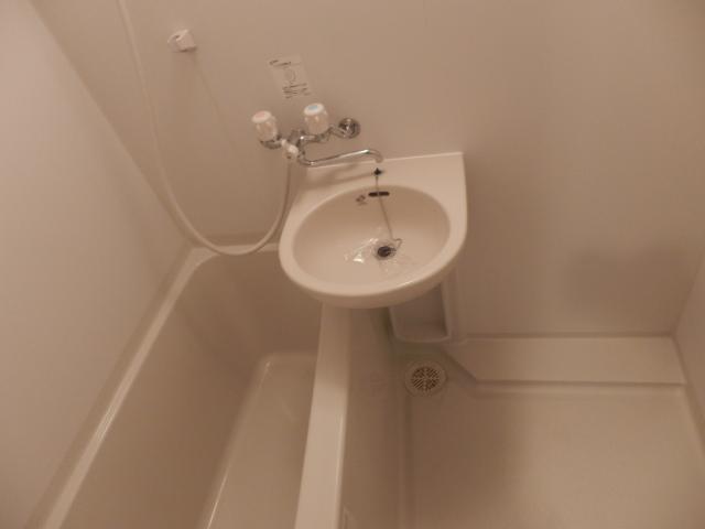 ゼフィール大宮 201号室の風呂