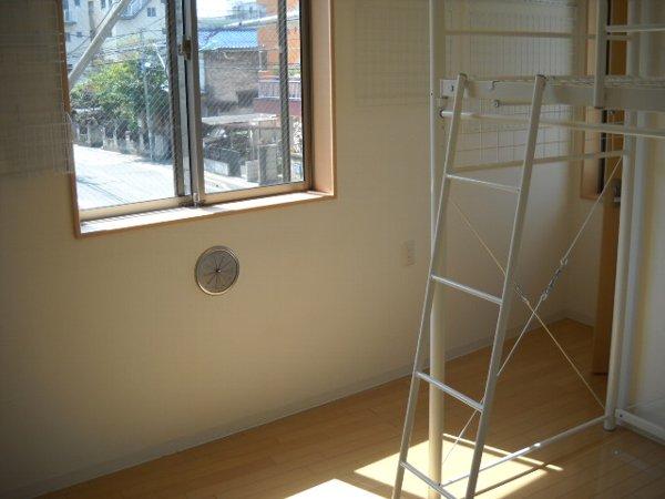 ゼフィール大宮 201号室の居室
