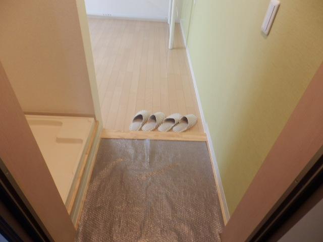 ゼフィール大宮 201号室の玄関