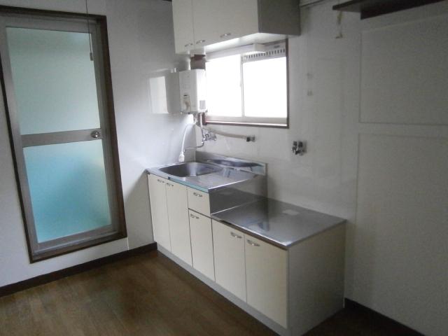小峰第5ハイツ 203号室のキッチン