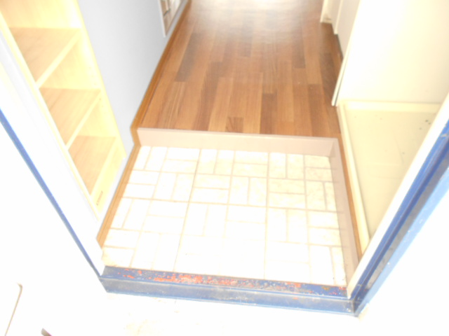 メゾンフローラル 301号室の玄関