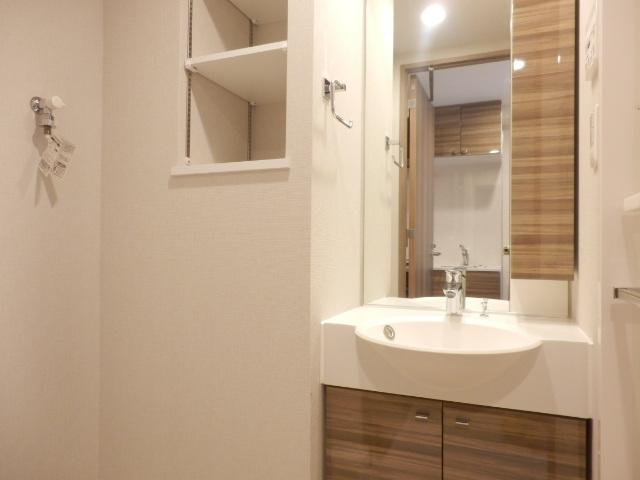 グランド・ガーラ立川 1104号室の洗面所