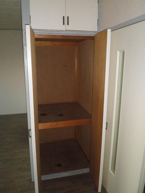 ビラージ・十塚 102号室の収納