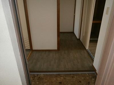 ビラージ・十塚 102号室の玄関