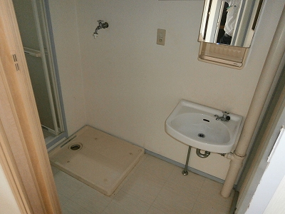 ビラージ・十塚 102号室の洗面所