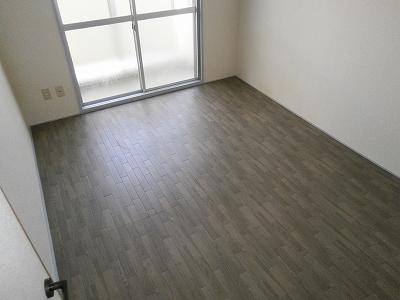 ビラージ・十塚 102号室のバルコニー