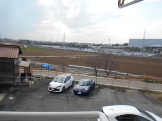 たけのこ村 203号室の駐車場