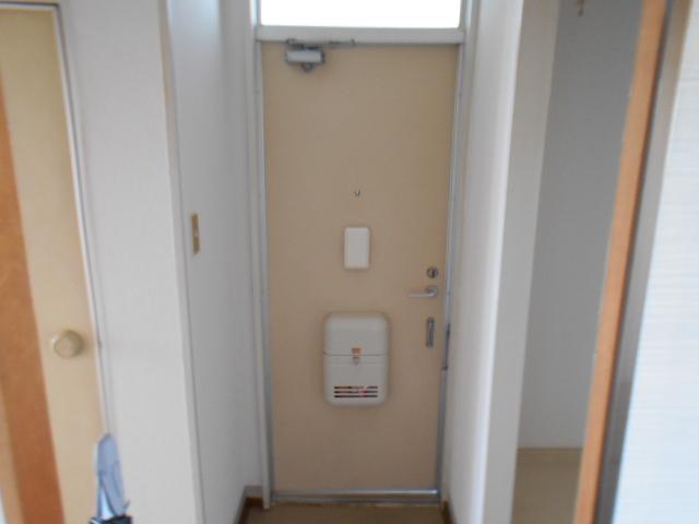 たけのこ村 203号室の玄関