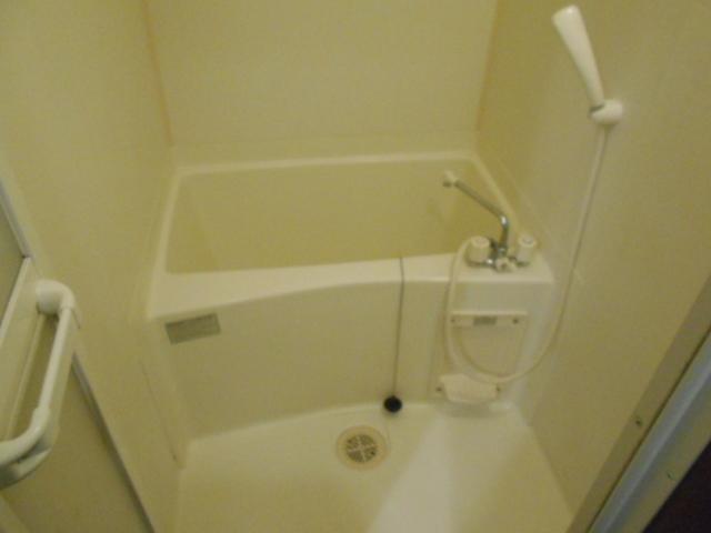 フモールナカネ 203号室の風呂