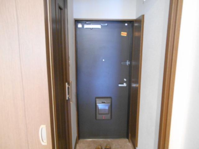 フモールナカネ 203号室の玄関