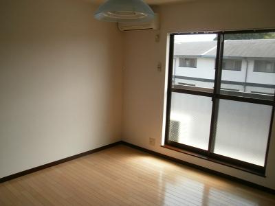 青木ヒルズα-3 203号室のリビング
