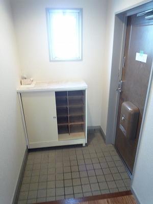 第2みゆきビル 202号室の玄関