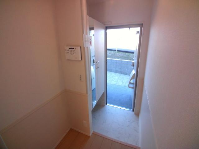 ZILLION A棟 103号室の玄関