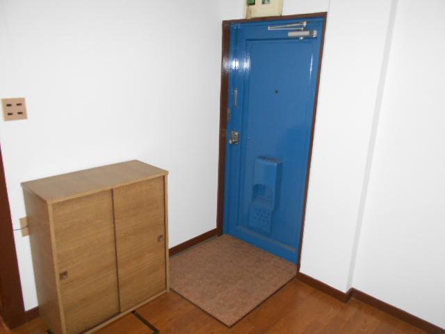 第二コーポ保木間 201号室の玄関
