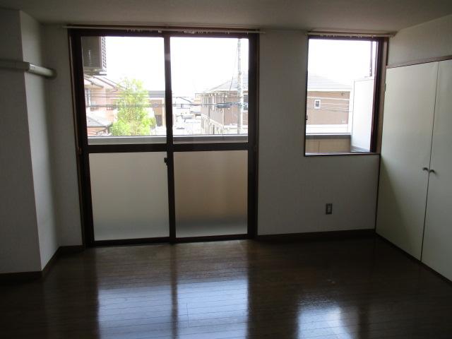 グランドォール宇都宮 208号室のリビング