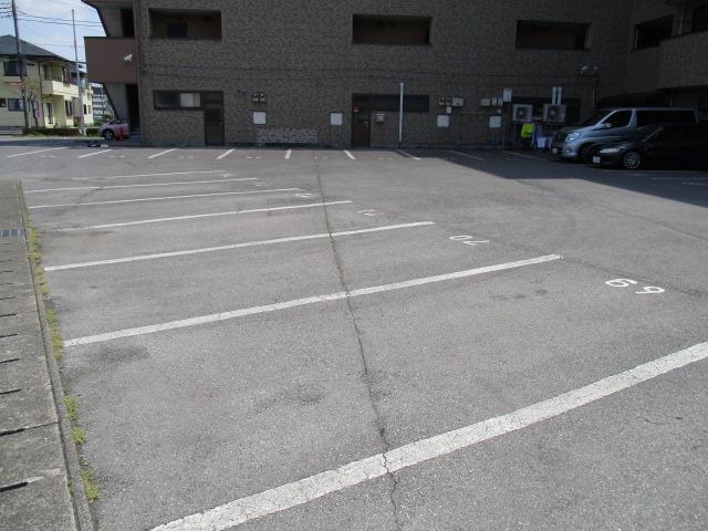 グランドォール宇都宮 208号室の駐車場