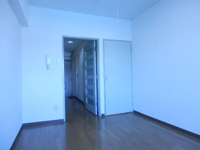 ドミールナカムラ 405号室のリビング