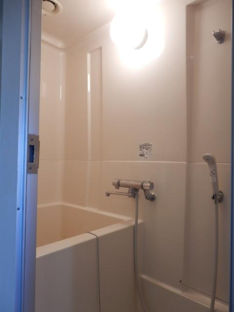 ドミールナカムラ 405号室の風呂