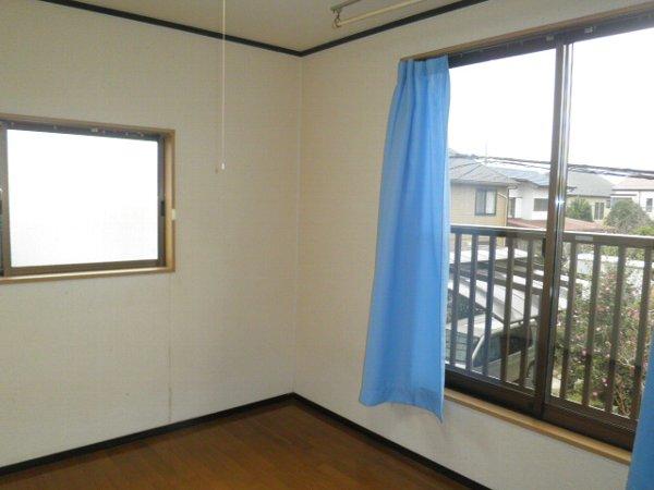 岩曽レインボーコーポ 10号室の居室