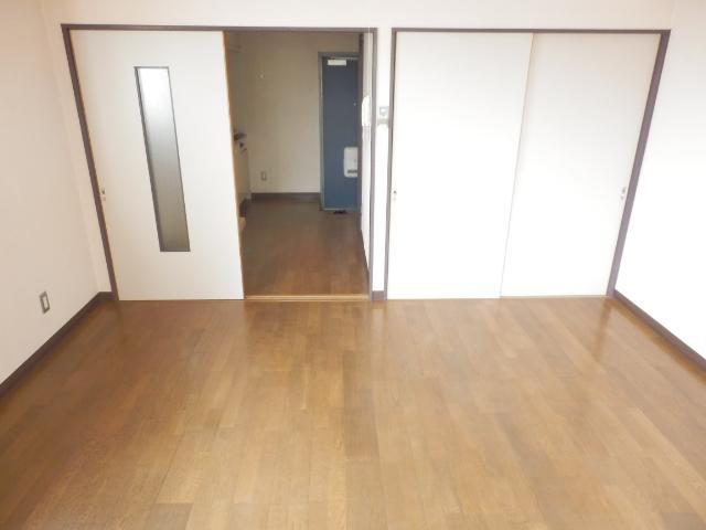 マンションブルーホーク 101号室のリビング