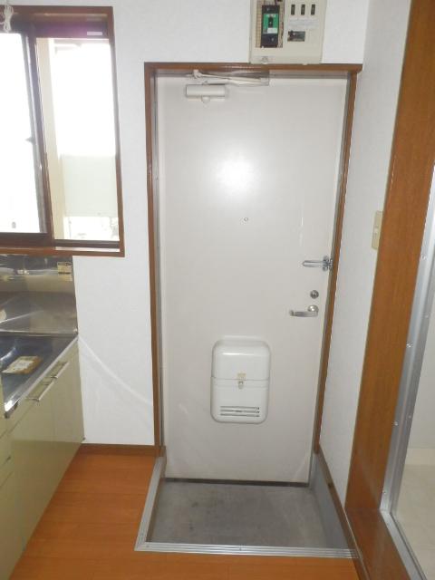 フェアステージ525 203号室の玄関