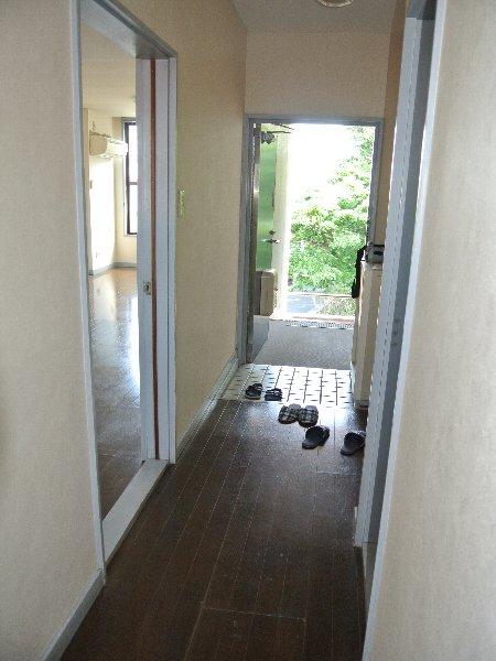 コーポ川崎Ⅲ 303号室の玄関