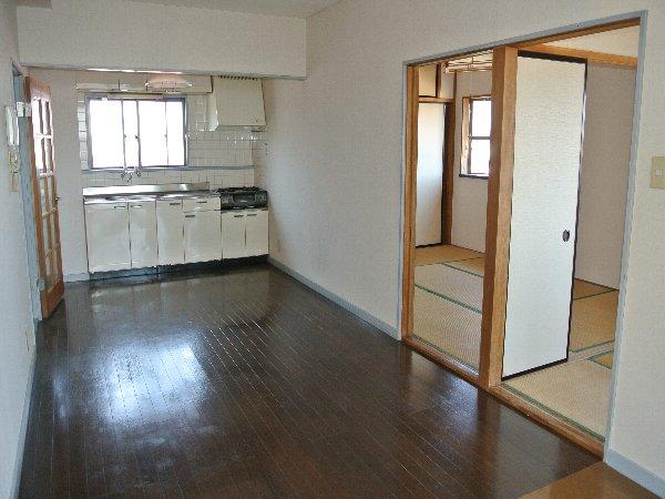 コーポ川崎Ⅲ 303号室のリビング