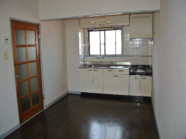 コーポ川崎Ⅲ 303号室のキッチン