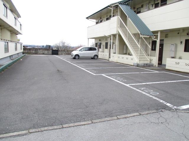 コーポ和気 107号室の駐車場