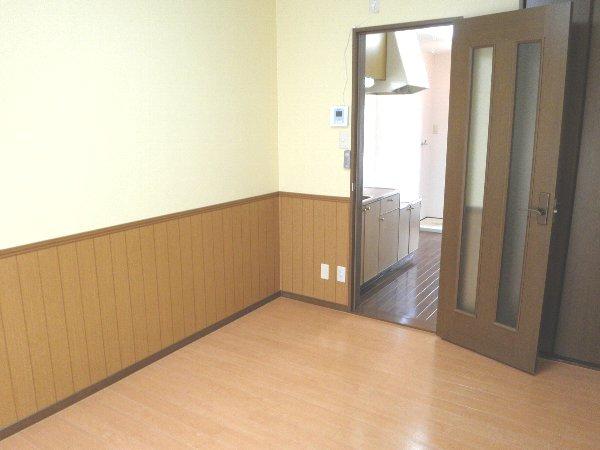 タウンメイツコスモⅡ 112号室のリビング