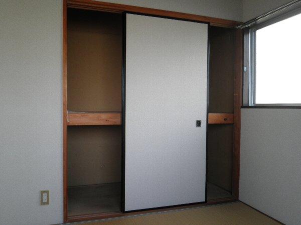 ヘレンハウゼA 201号室の収納